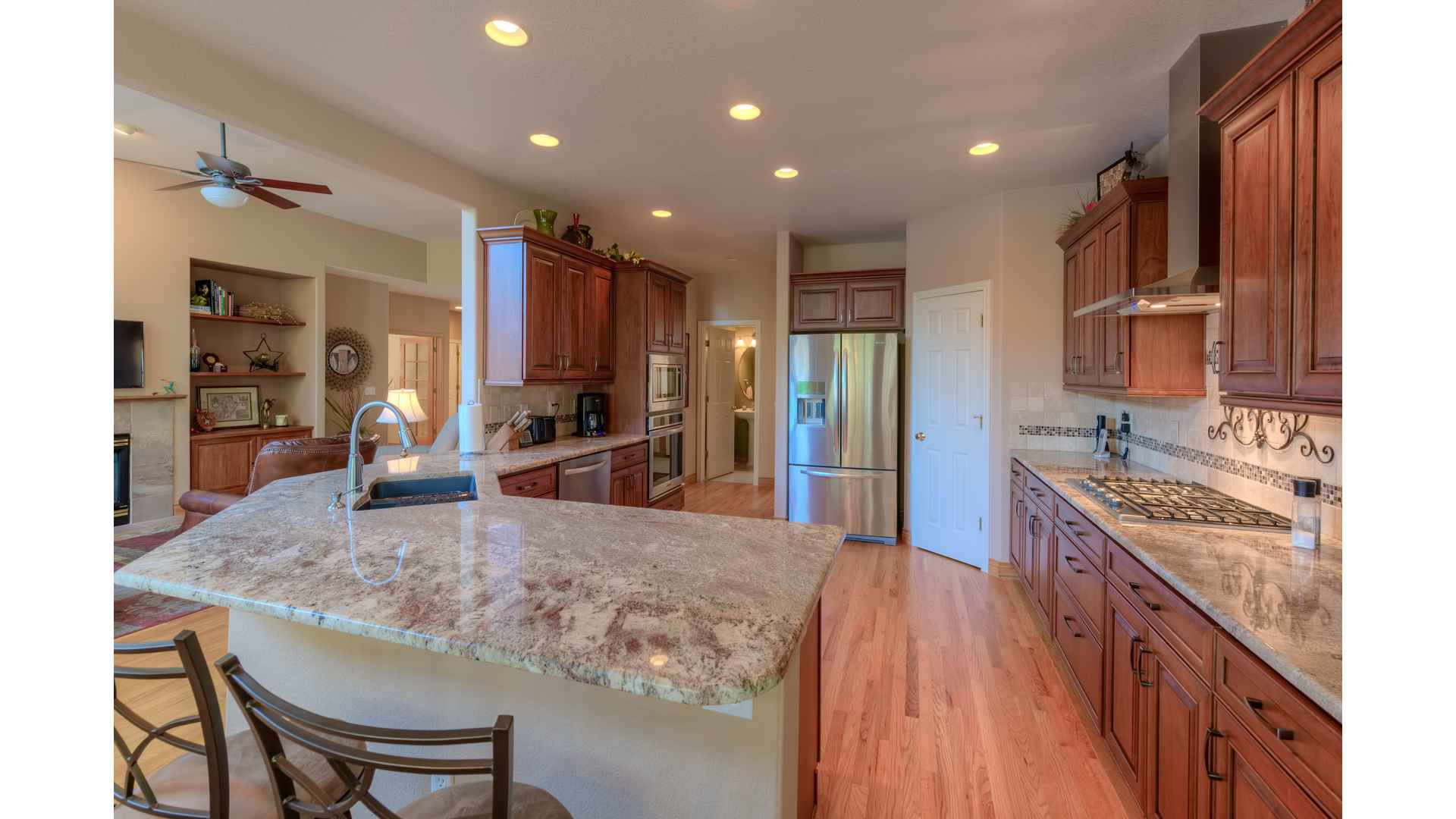 05 1995 Kitchen1 5TMDE Default RVT2 NR 1920 - Real Estate Photos