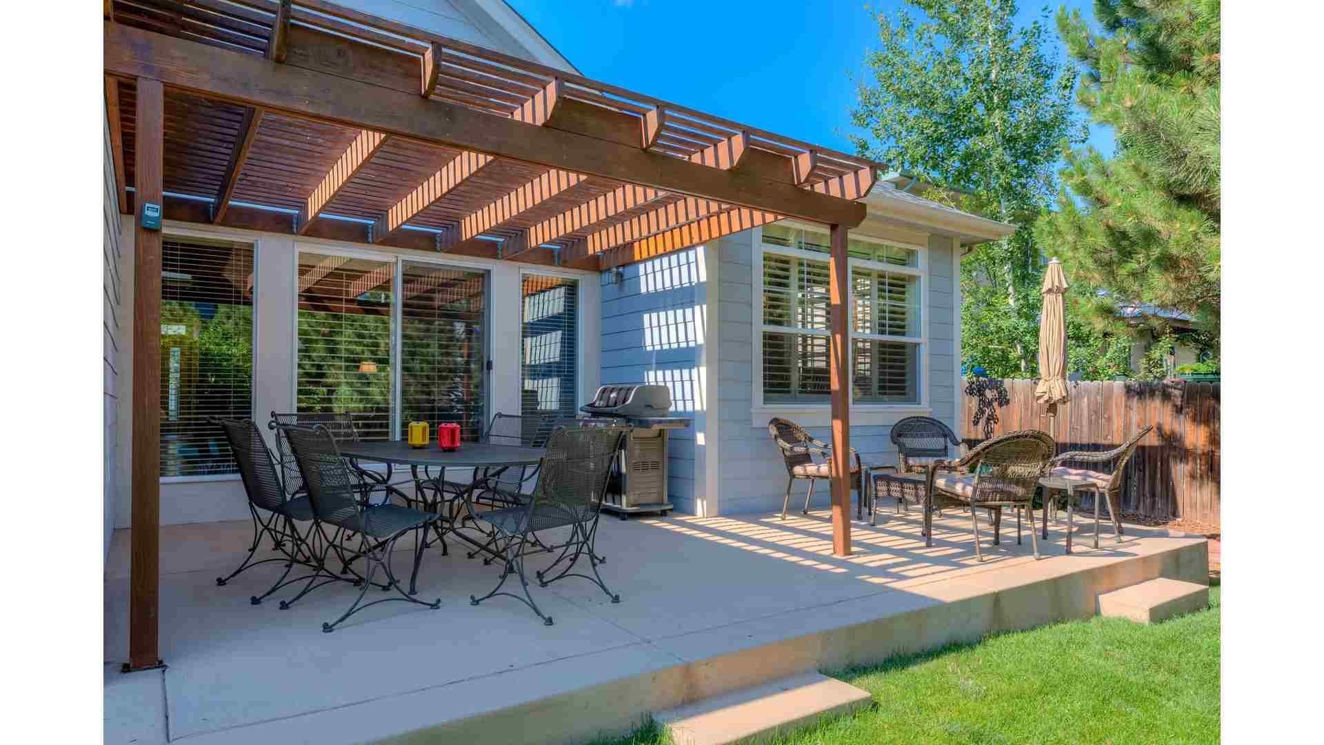 09 1995 Exterior Back Patio 5TMDE Default RVT2 NR 1920 - Real Estate Photos