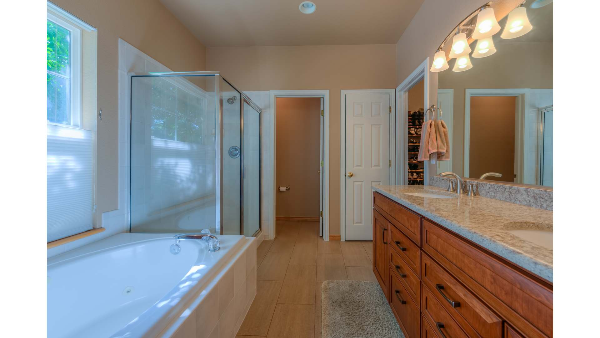 15 1995 Master Bath1 5TMDE Default RVT2 NR 1920 - Real Estate Photos