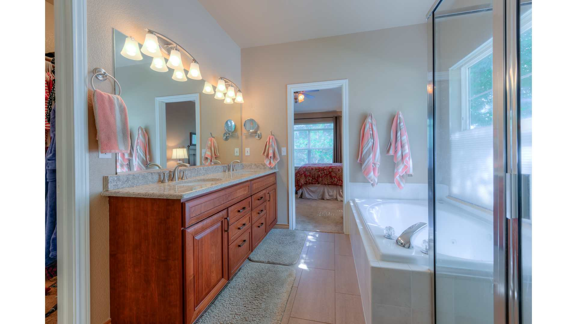 16 1995 Master Bath2 5TMDE Default RVT2 NR 1920 - Real Estate Photos