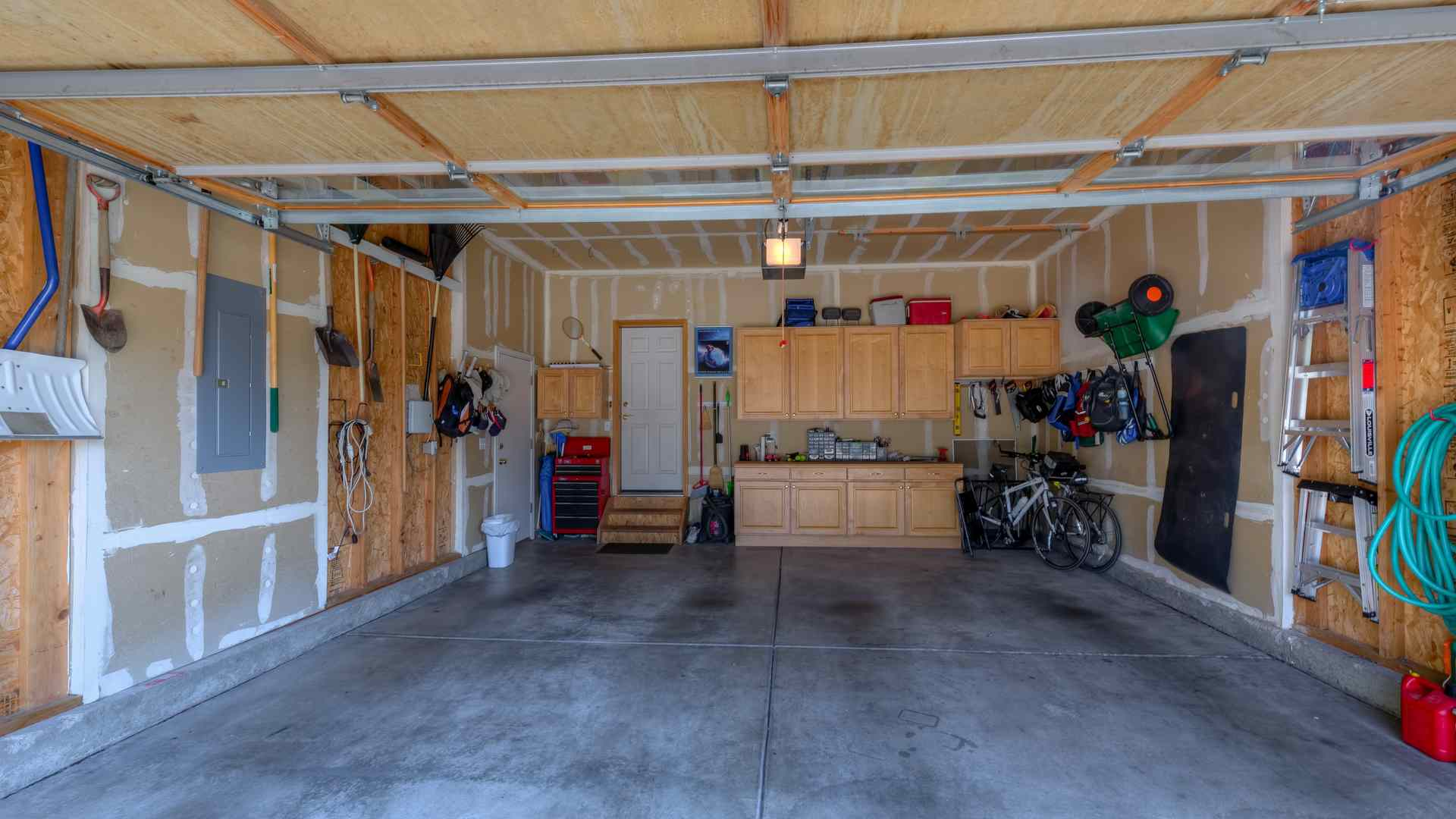 28 1995 Interior Garage 5TMDE Default RVT2 NR 1920 - Real Estate Photos